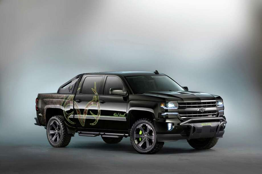Silverado Special Edition >> Chevy Showcases Special Edition Silverado Colorado Heavy