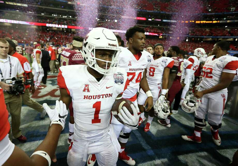 After finishing 2015 ranked No. 8 in the nation, Greg Ward Jr. (1) and his UH teammates check in at No. 15 in this year's preseason AP poll. Photo: Elizabeth Conley, Houston Chronicle / © 2015 Houston Chronicle