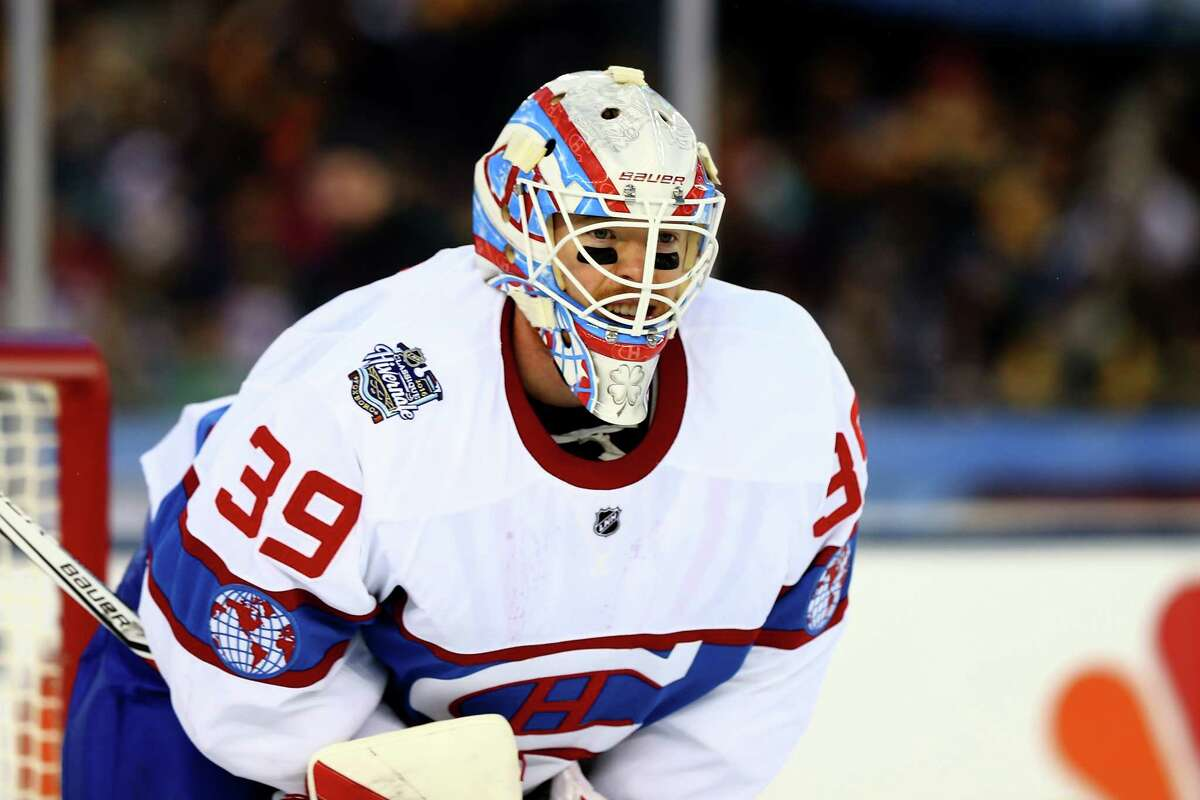 FOXBORO, MA - JANUARY 01: Mike Condon #39 of the Montreal Canadiens looks on in the third period against the Boston Bruins during the 2016 Bridgestone NHL Winter Classic at Gillette Stadium on January 1, 2016 in Foxboro, Massachusetts. (Photo by Maddie Meyer/Getty Images) ORG XMIT: 574713667
