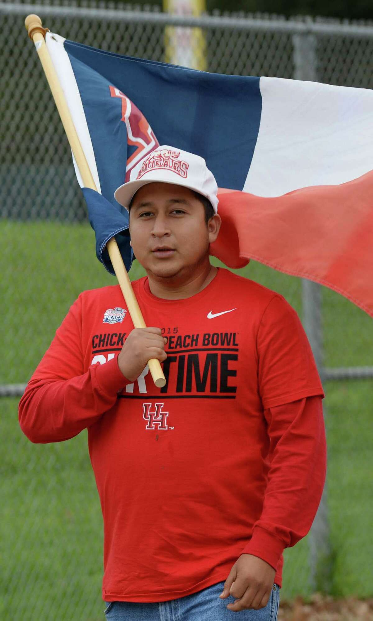 Jose Arroyo, a recent graduate of the University of Houston, waits for the football team to arrive at the university Friday, Jan. 1, 2016, in Houston.