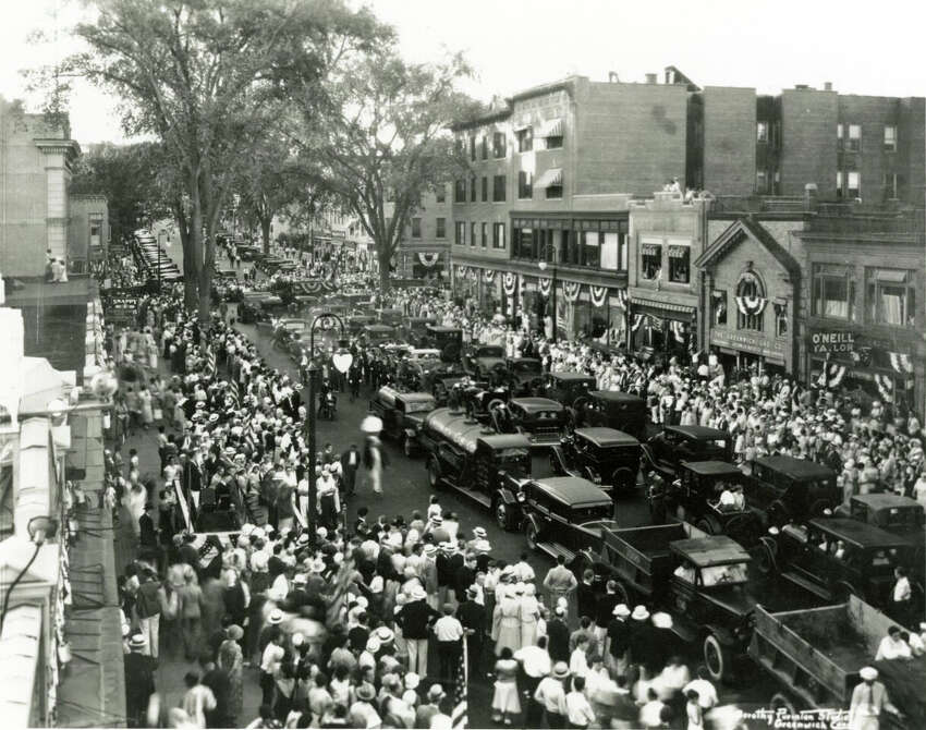 Parade widened Greenwich Ave, 1932