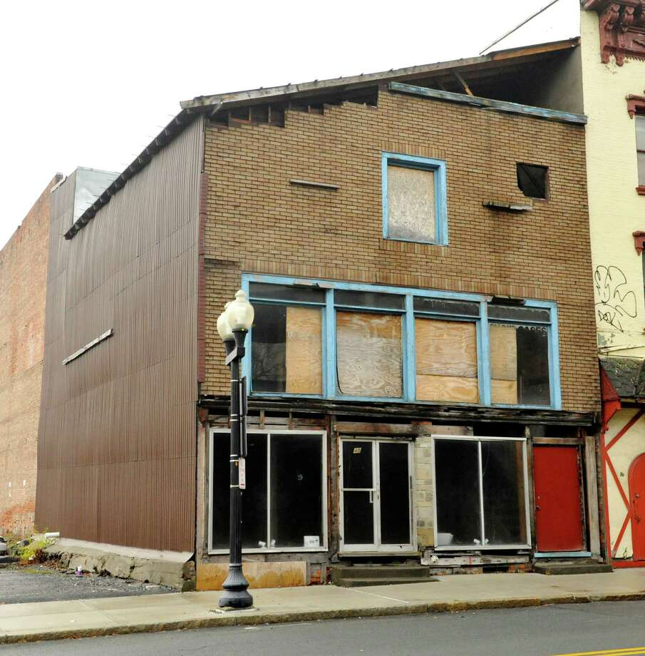 A view of the building at 48 Hudson Avenue, seen here on Wednesday, Dec. 23, 2015, in Albany, N.Y.  Historic Albany Foundation has failed to get funding through the Regional Economic Development Council awards to rehab the building. (Paul Buckowski / Times Union) Photo: PAUL BUCKOWSKI / 10034759A
