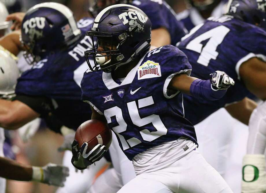 KaVontae Turpin #25 of the TCU Horned Frogs runs the ball against the Oregon Ducks during the Valero Alamo Bowl at Alamodome on January 2, 2016 in San Antonio, Texas. Photo: Ronald Martinez, Getty Images / 2016 Getty Images