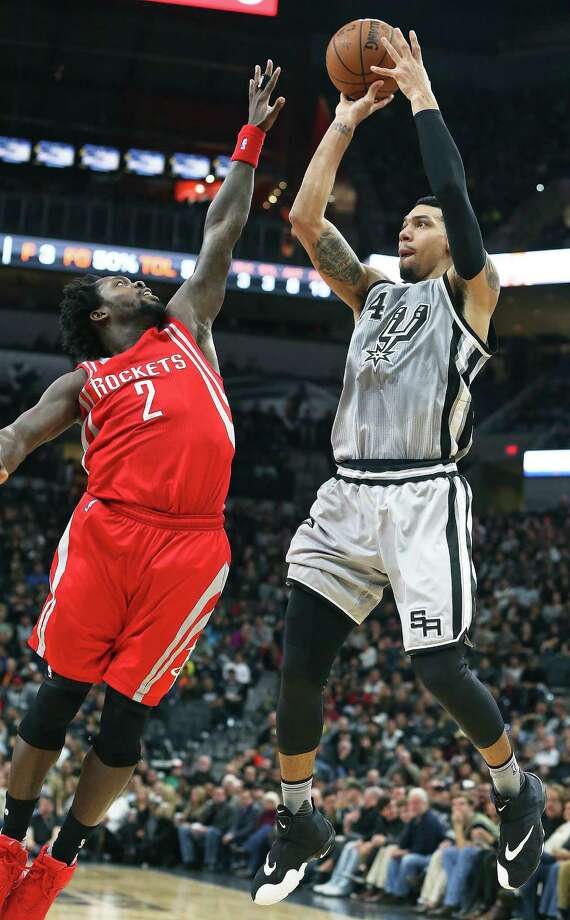 Danny Green pumps a three pointer against Patrick Beverley as the Spurs host the Rockets at the AT&T Center on Jan. 2, 2016. Photo: Tom Reel /San Antonio Express-News / 2015 SAN ANTONIO EXPRESS-NEWS