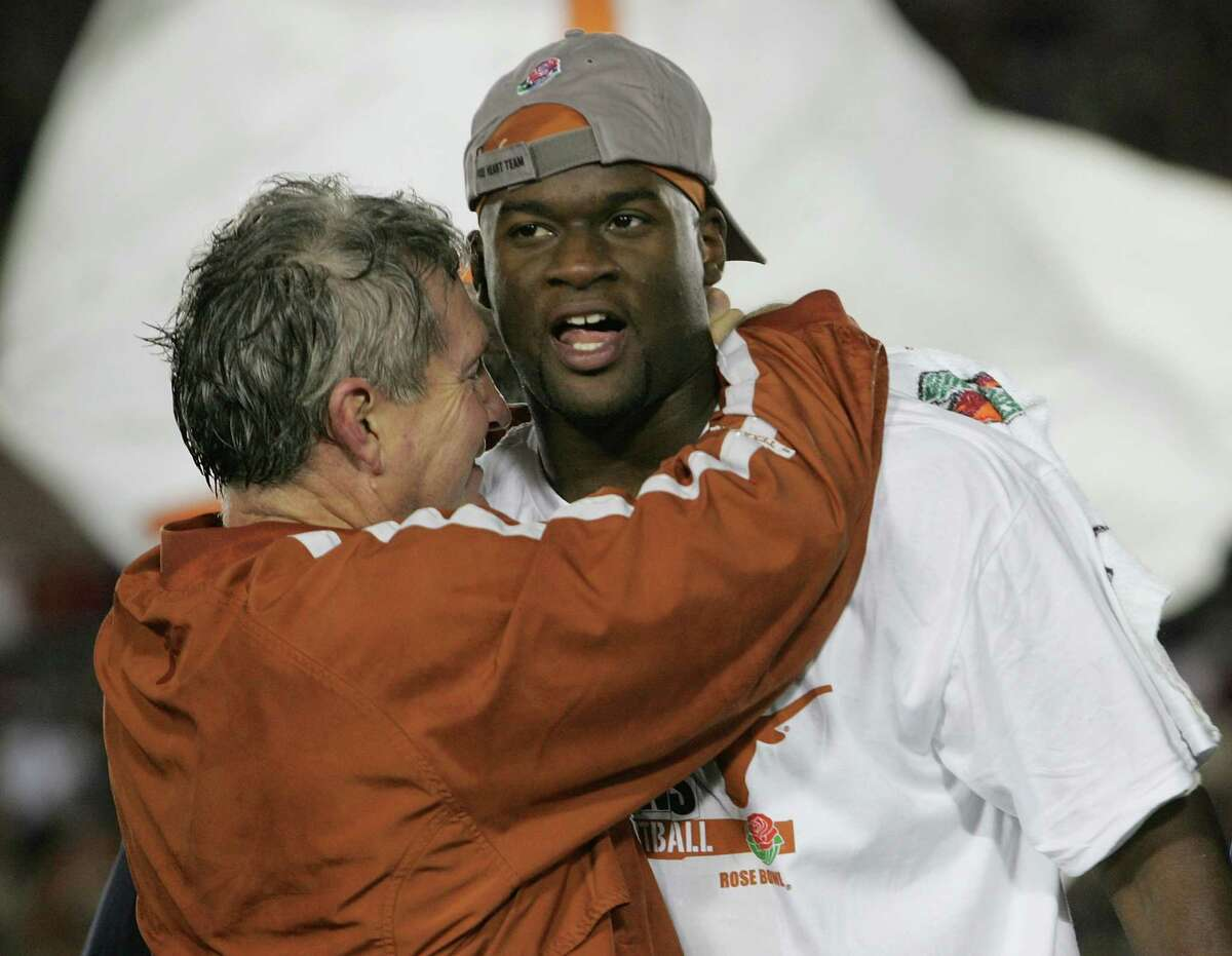 Head coach Mack Brown of the Texas Longhorns celebrates with Vince Young after defeating the USC Trojans 41-38 to win the BCS National Championship Rose Bowl Game on January 4, 2006 in Pasadena, California. (Photo by Stephen Dunn/Getty Images)
