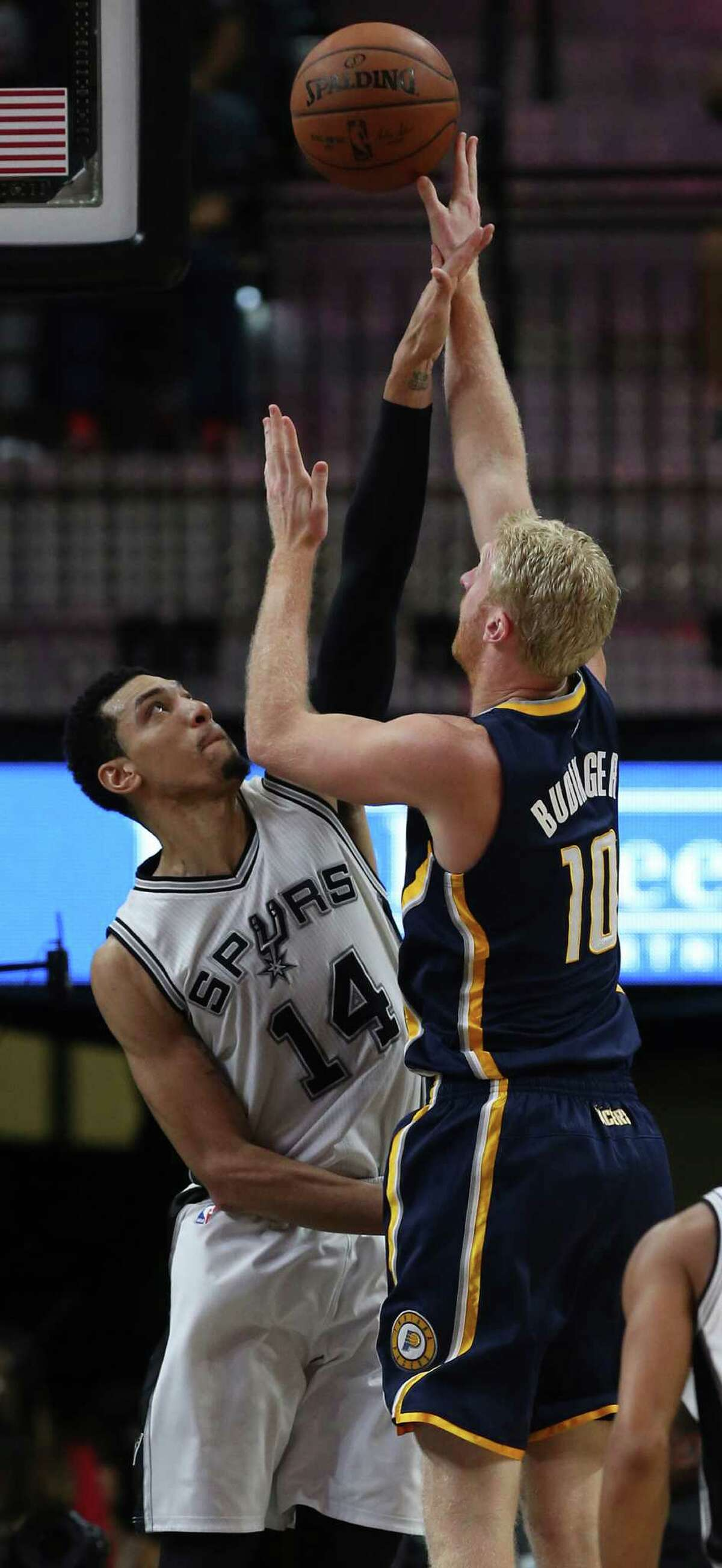 San Antonio Spurs' Danny Green blocks a shot by Indiana Pacers' Chase Budinger during the second half at the AT&T Center, Monday, Dec. 21, 2015. The Spurs won, 106-92.