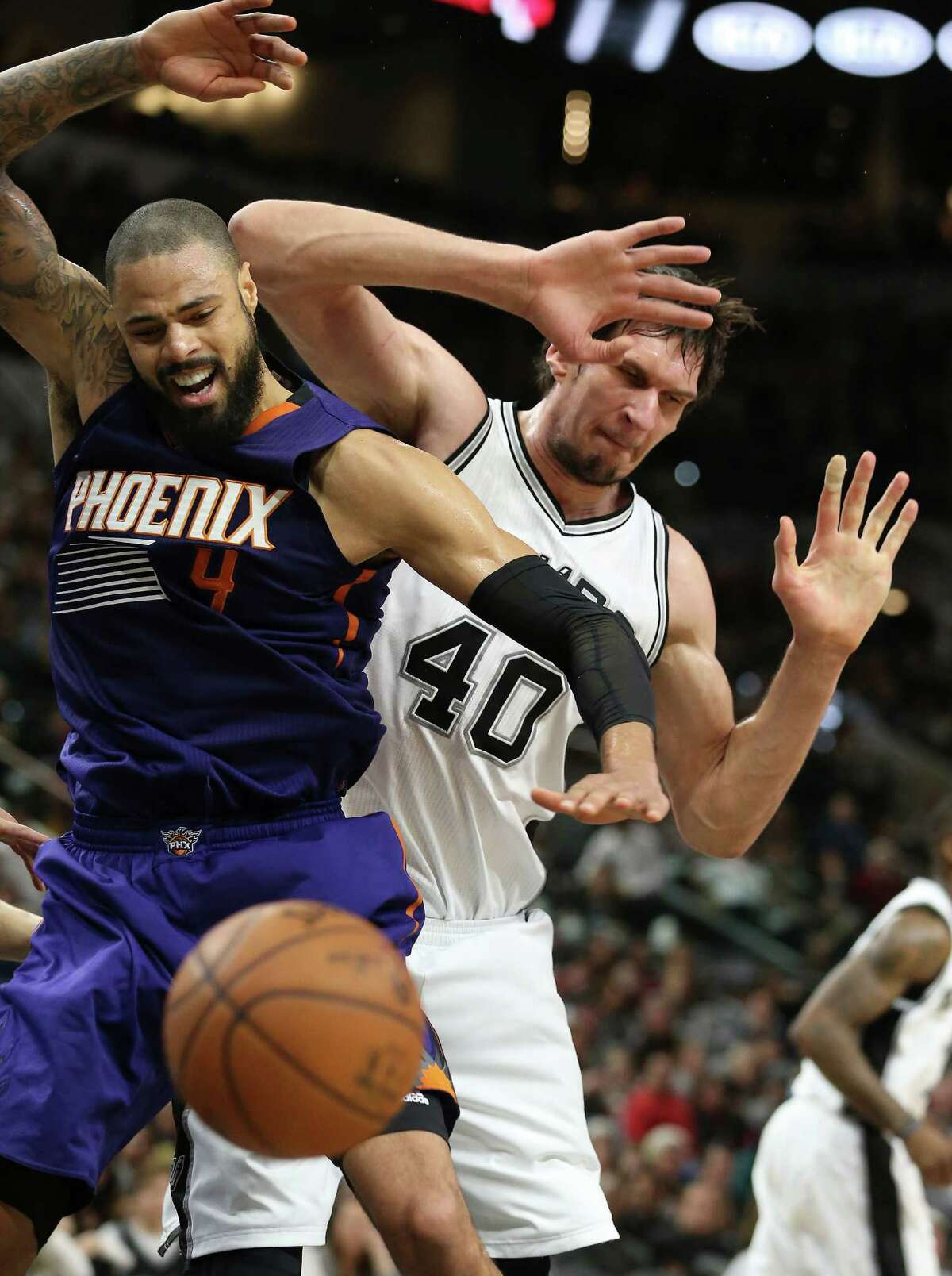 Boban Marjanovic makes it hard for Tyson Chandler to post low as the Spurs host the Suns at the AT&T Center on December 30, 2015.