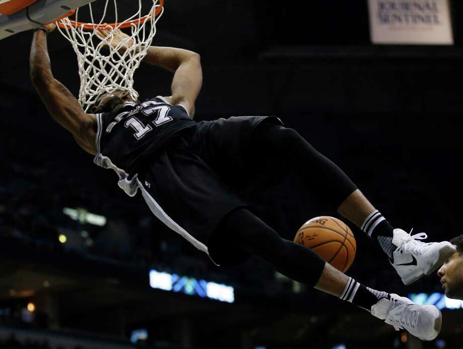 San Antonio Spurs' Jonathon Simmons dunks during the second half of an NBA basketball game against the Milwaukee Bucks Monday, Jan. 4, 2016, in Milwaukee. (AP Photo/Morry Gash) Photo: Morry Gash, Associated Press / AP