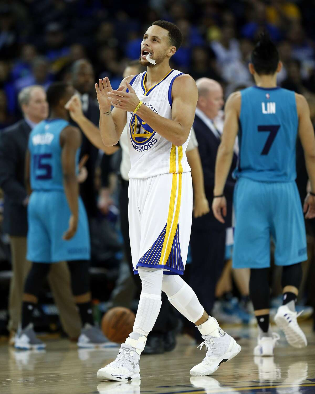 Golden State Warriors' Stephen Curry claps during 1st quarter time out while playing Charlotte Hornets during NBA game at Oracle Arena in Oakland, Calif., on Monday, January 4, 2016.