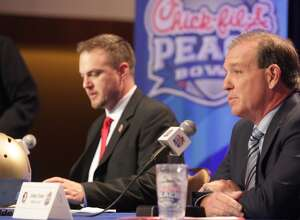 Houston Cougars head coach Tom Herman, left, and Florida State University head coach Jimbo Fisher answer questions during a joint press conference for the Chick-fil-A Peach Bowl on Wednesday, Dec. 30, 2015, in Atlanta. ( Elizabeth Conley / Houston Chronicle )