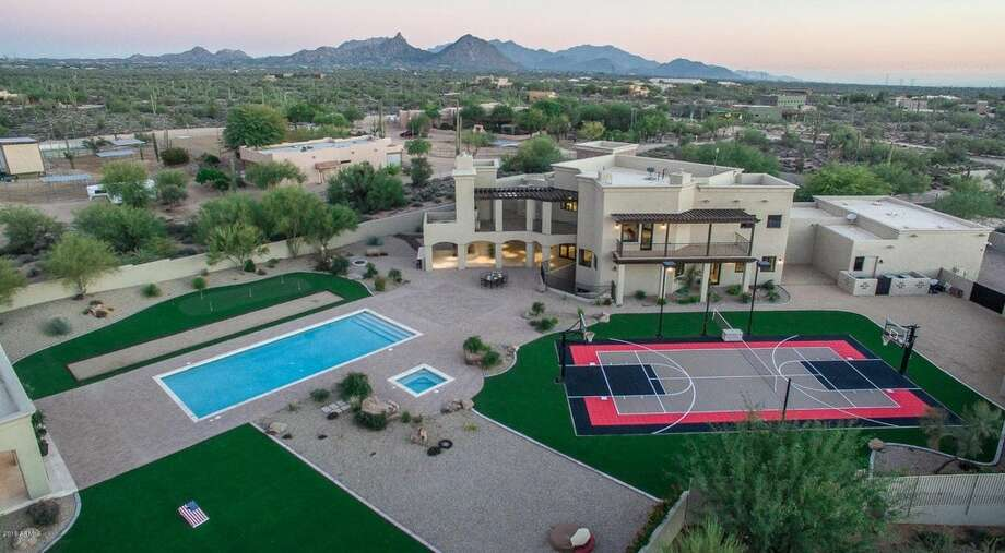 Former Alaska governor Sarah Palin has put her 8,000-square-foot mansion in Scottsdale, Arizona, on the market for $2.5 million. Photo: Courtesy Of Zillow