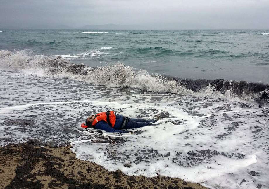 Body of a refugee lies on the beach in the coastal town of Dikili, Turkey, along the Aegean Sea. Photo: Associated Press