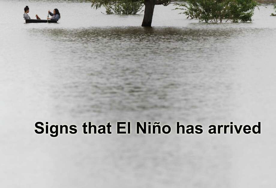 Signs that El Niño has arrived. Photo: Victor Calzada, AP Photo / El Paso Times