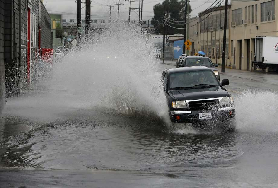 Motorists navigate their way through a flooded High St. near San Leandro Blvd. in Oakland, Calif. on Tues. January 5, 2016. Photo: Michael Macor, The Chronicle