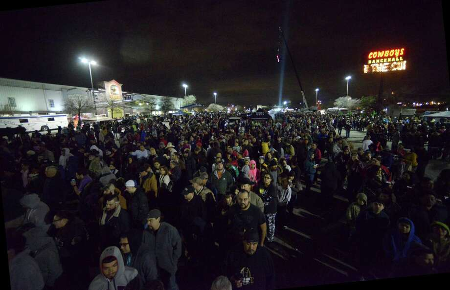 Thousands of people line up for free tacos during last year's Cowboy Breakfast outside Cowboys Dancehall. Photo: Billy Calzada /San Antonio Express-News / San Antonio Express-News