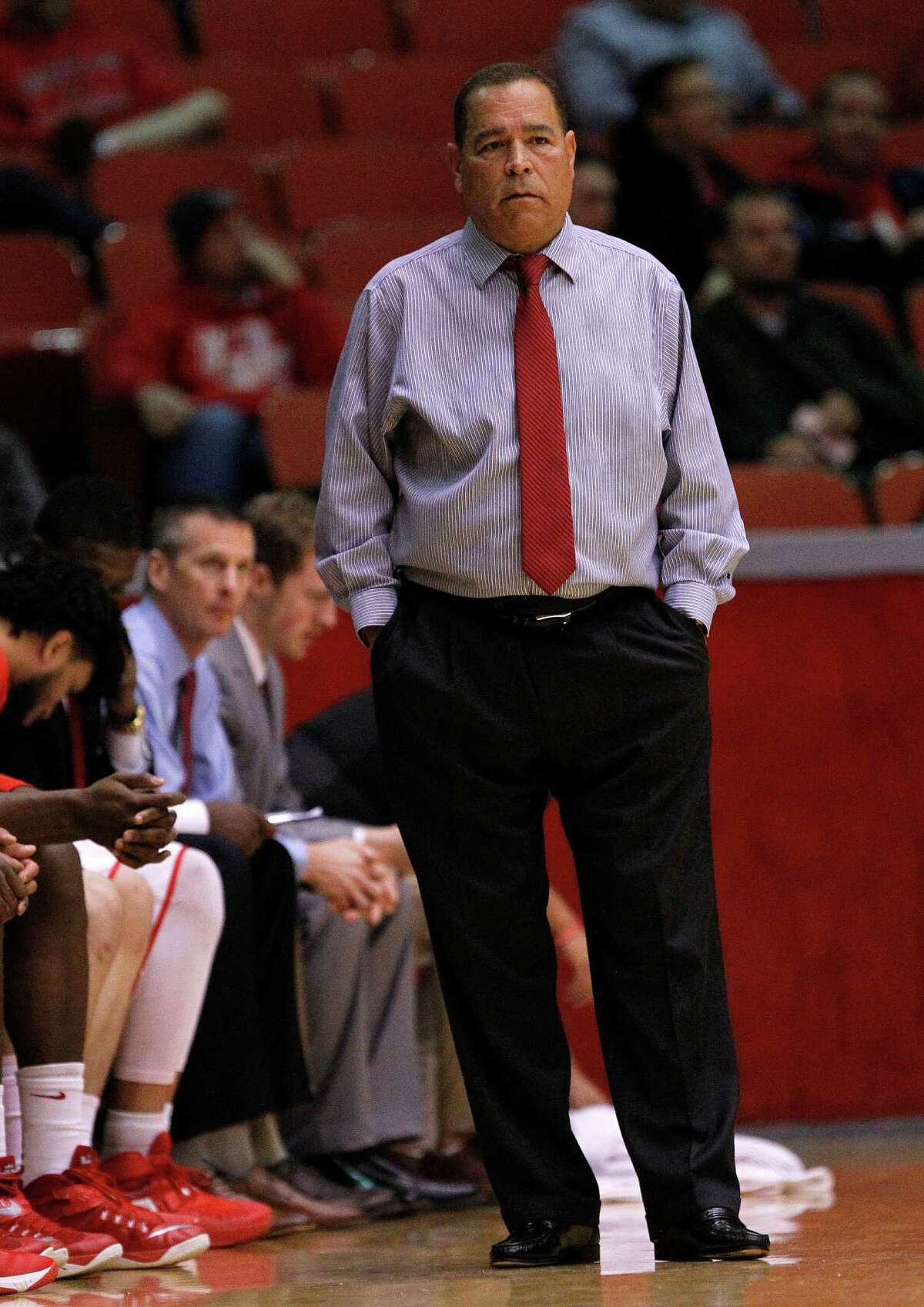 UH coach Kelvin Sampson's new dealincludes a two-year extension and $300,000 salary increase, pushing Sampson's annual compensation package to $1.4 million.