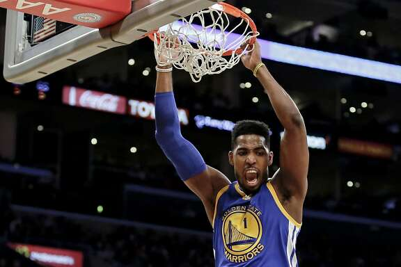 Golden State Warriors forward Jason Thompson dunks against the Los Angeles Lakers during the first half of an NBA basketball game in Los Angeles, Tuesday, Jan. 5, 2016. (AP Photo/Chris Carlson)