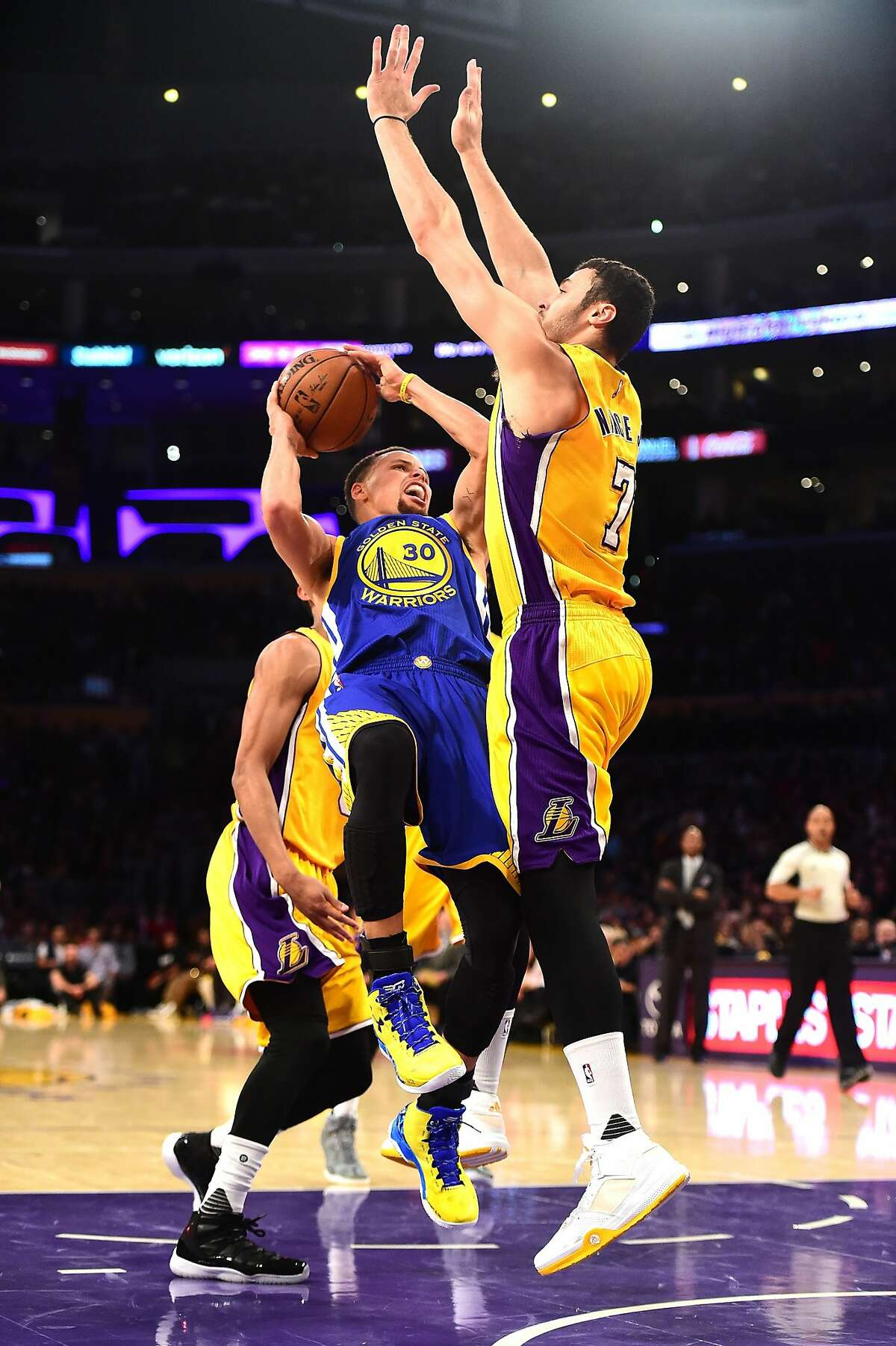 Stephen Curry of the Golden State Warriors attempts a shot in front of Larry Nance Jr. #7 of the Los Angeles Lakers during the first half at Staples Center on January 5, 2016 in Los Angeles, California.