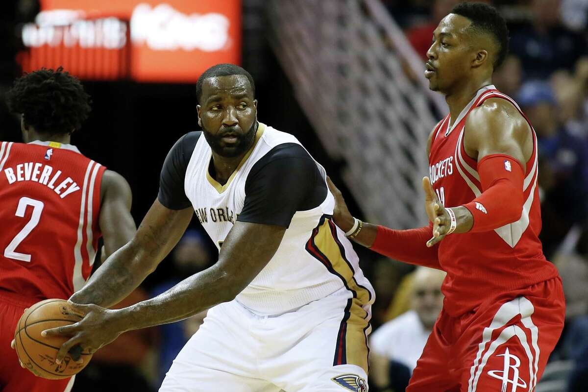 New Orleans Pelicans center Kendrick Perkins (5) drives against Houston Rockets center Dwight Howard (12) during the first half of an NBA basketball game Saturday, Dec. 26, 2015, in New Orleans. (AP Photo/Jonathan Bachman)