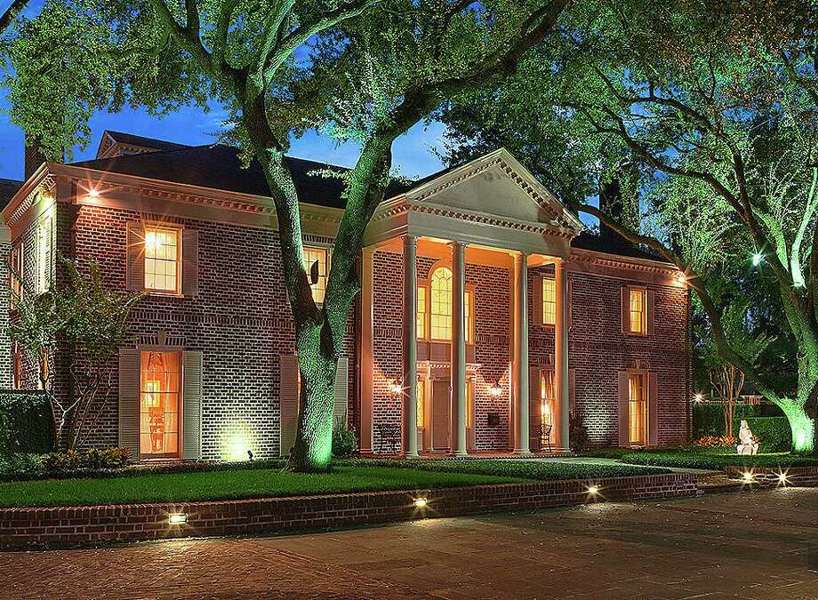 Houston neighborhoods with the largest homes1. River Oaks Country ClubThe homes surrounding the River Oaks Country Club, which include River Oaks Boulevard and the areas around the club has the largest homes in the city. The average living areas is more than 11,000 square feet.Pictured: 1721 River Oaks Blvd, $16.9 million / 16.931 sq. ft. Photo: HAR