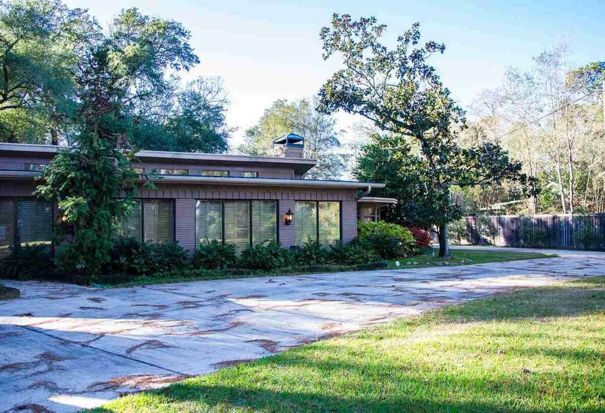 1535 Thomas Rd., Beaumont, TX 77706. $799,000. 5 bedroom, 5 full, 1 half baths. 5,500 sq. ft., 1.17 acres.