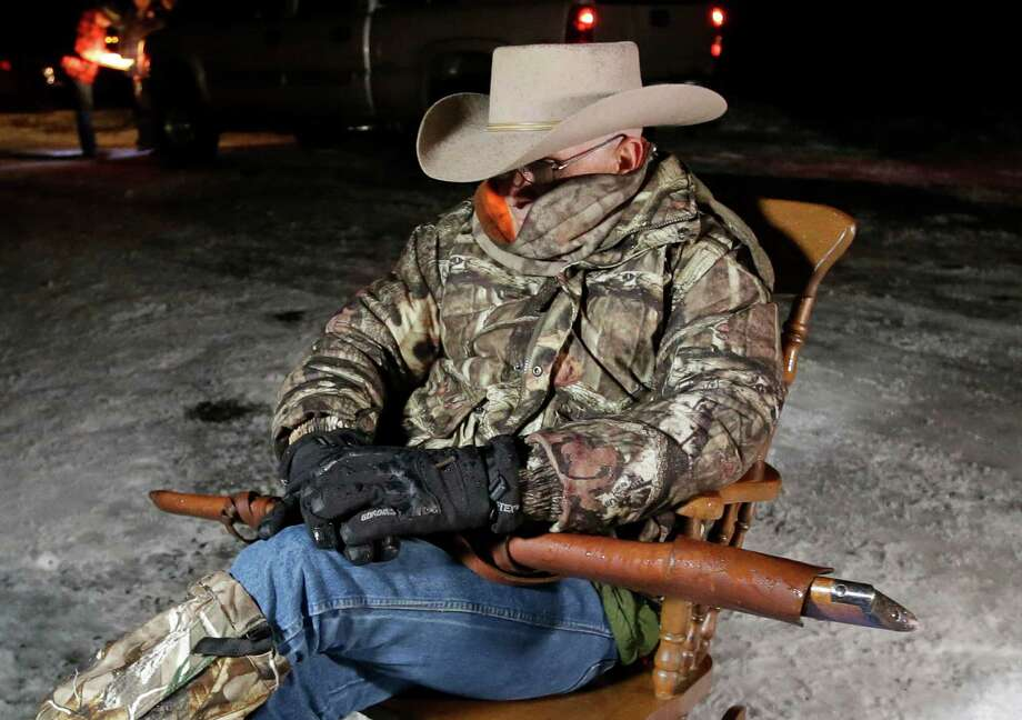 ​Sheriff meets with OR militia, tells them to leave