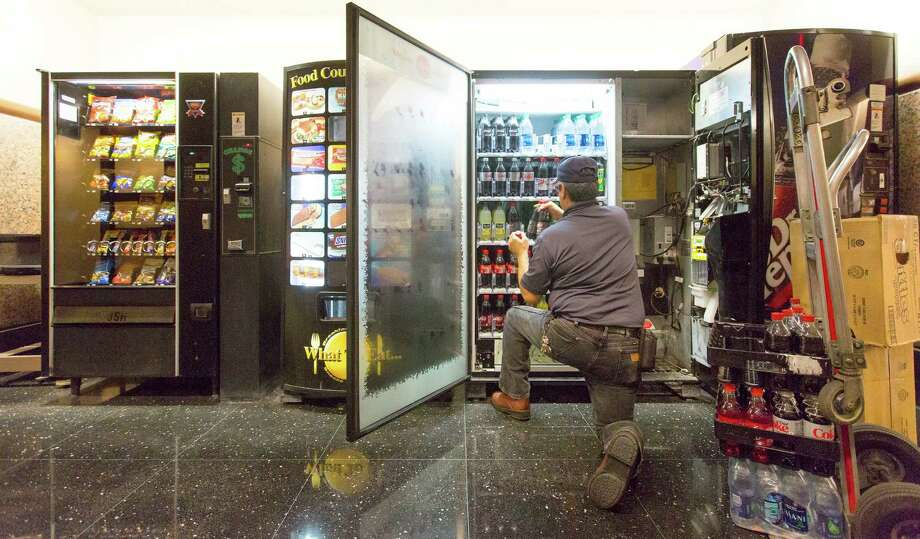 Vending machines next to the Central Jury Room at the Cadena-Reeves Criminal Justic Center are filled Wednesday, Jan. 6, 2016 with soft drinks. Photo: WILLIAM LUTHER, Staff / San Antonio Express-News / © 2016 San Antonio Express-News