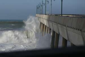 1 dead, 1 hospitalized after falling from Pacifica Pier - Photo