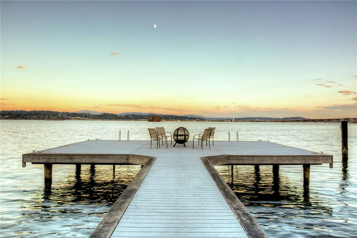 For that price, you get not only swank inside spaces, but also some pretty good outside spaces, too. The property has 145 feet of private lakefront on Lake Washington.