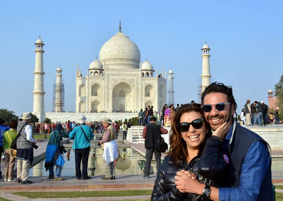 Eva Longoria poses with fiance Jose Antonio Baston at The Taj Mahal in Agra on December 16, 2015. Photo: STRDEL, AFP/Getty Images