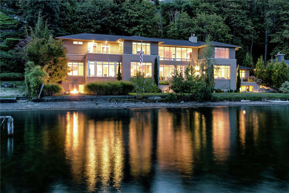 It's a little too late for Christmas. But what the heck, put this home in Laurelhurst on your Christmas list for next year. It has nearly 12,000 square feet on Lake Washington. For more go here and here. Photo: Scott Manthey/Image Arts Photography