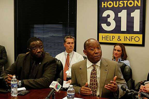"Houston Mayor Sylvester Turner right, in the ""pothole war room"" during a visit to offer brief remarks Thursday, Jan. 7, 2016, in Houston."