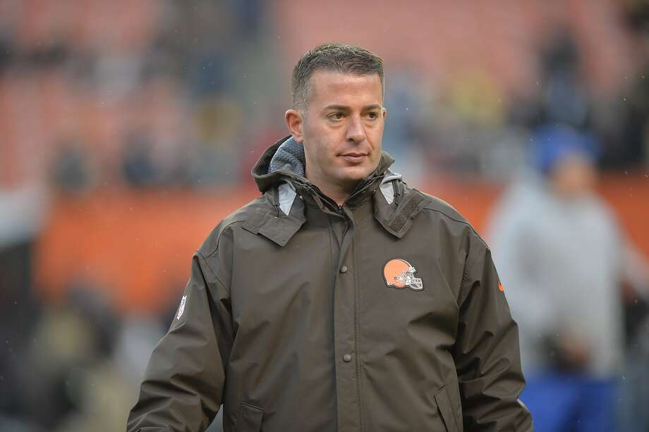 Cleveland Browns offensive coordinator John DeFilippo stands on the field during an NFL football game between the Pittsburgh Steelers and the Browns, Sunday, Jan. 3, 2016, in Cleveland. Photo: David Richard, Associated Press