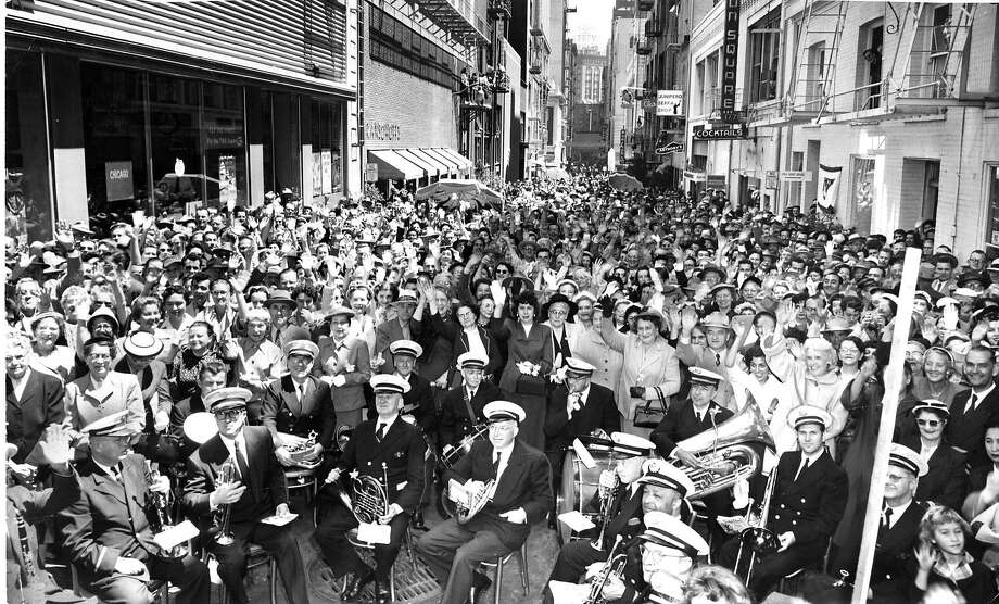 Entrepreneurs of Maiden Lane and 4,000 residents celebrate the inauguration of making the street pedestrian only for three hours a day in 1955. Photo: Joe Rosenthal, The Chronicle