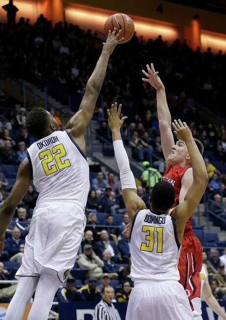 California center Kingsley Okoroh (22) blocks a shot by Davidson forward Peyton Aldridge, top right, during the second half of an NCAA college basketball game in Berkeley, Calif., Monday, Dec. 28, 2015. California won 86-60. (AP Photo/Jeff Chiu) Photo: Jeff Chiu / Associated Press / AP