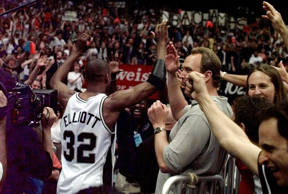 Spurs forward Sean Elliott raises his fists as he leaves the court after the Spurs defeated the Portland Trail Blazers 86-85 to go up 2-0 in the best-of-7 NBA Western Conference finals on May 31, 1999, in San Antonio. Photo: Pat Sullivan /Associated Press / AP