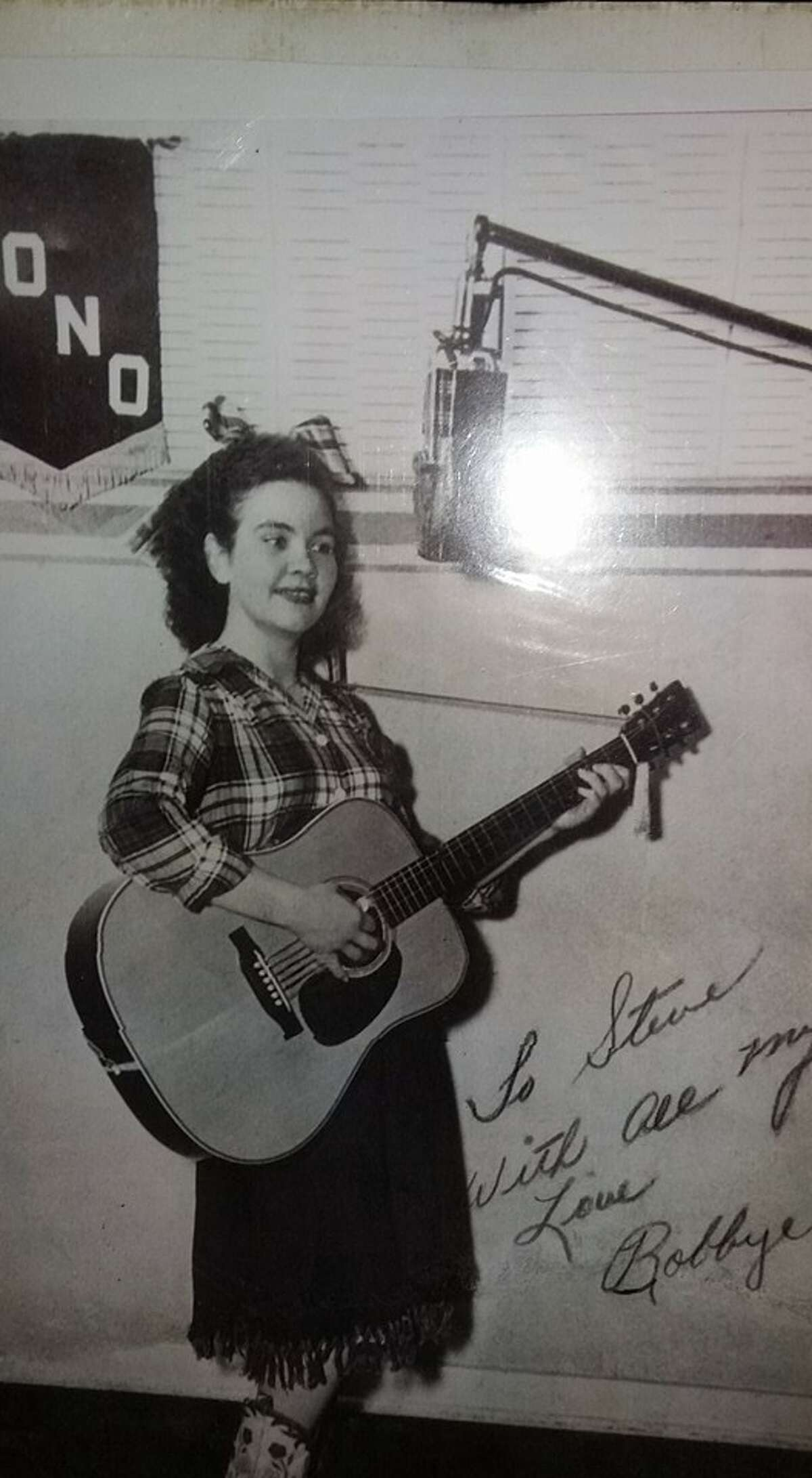 """Bobbye Jean Mays , a natural performer based in San Antonio, died Jan. 4 at 85. She and brother Jerry Dell performed as The O'Dells from the 1940s to the 1960s. Throughout her younger years, Mays sang regularly, including on a show on KONO-AM, on WOAI's """"Radio Rodeo Gang,"""" and with Red River Dave McEnery, who pioneered an early cowboy radio show.More: Mays was a born entertainer"""