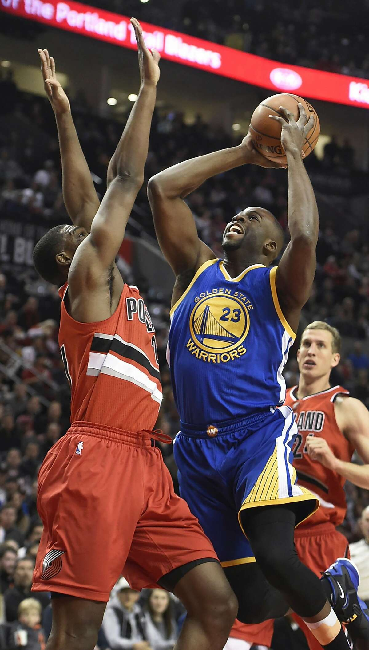 Golden State Warriors forward Draymond Green (23) drives to the basket on Portland Trail Blazers forward Noah Vonleh, left, during the first half of an NBA basketball game in Portland, Ore., Friday, Jan. 8, 2016. (AP Photo/Steve Dykes)