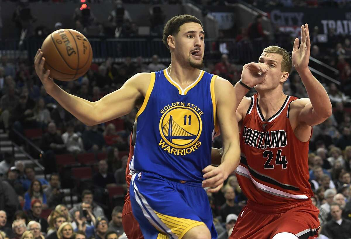 Golden State Warriors guard Klay Thompson (11) drives to the basket on Portland Trail Blazers center Mason Plumlee (24) during the first half of an NBA basketball game in Portland, Ore., Friday, Jan. 8, 2016. (AP Photo/Steve Dykes)