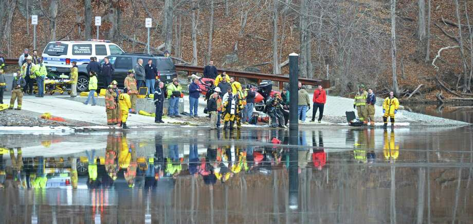 Divers try to determine if there are occupants inside a vehicle that police said crashed into Lake Lillinonah in Bridgewater Saturday afternoon. Trooper Kelly Grant said that the vehicle was submerged in the lake near the Bridgewater boat launch. Saturday, January 9, 2016, in Bridgewater, Conn. Photo: H John Voorhees III / Hearst Connecticut Media / The News-Times