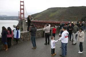 2 Golden Gate Bridge pedestrians hit by blow darts - Photo