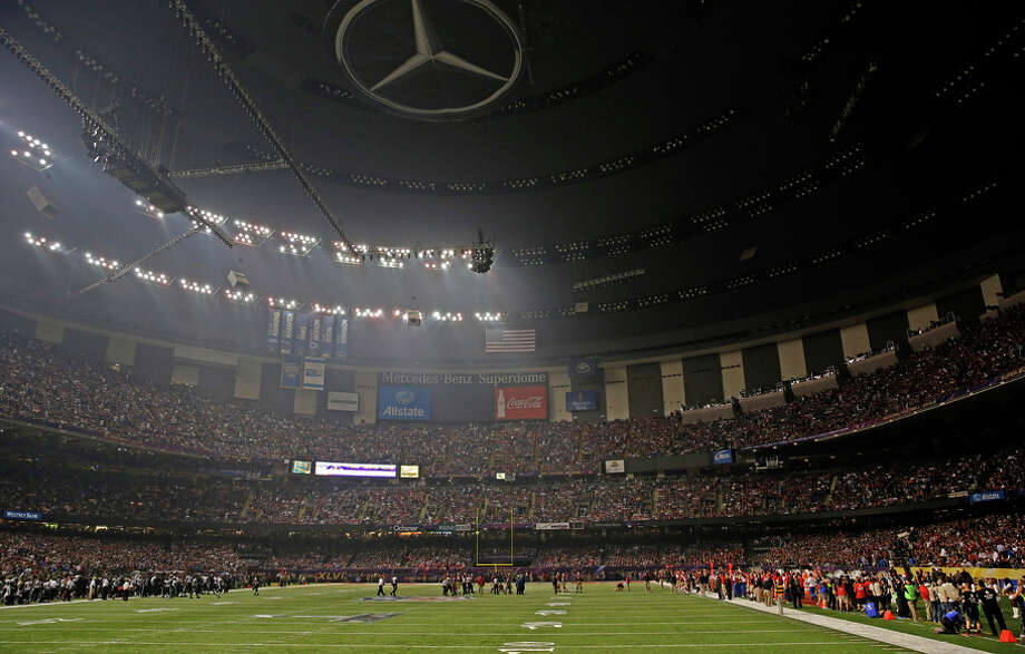 Half the Superdome lights go out in Super Bowl XLVII before the Baltimore Ravens beat the San Francisco 49ers. Photo: Carlos Avila Gonzalez / Carlos Avila Gonzalez / The Chronicle 2013 / ONLINE_YES