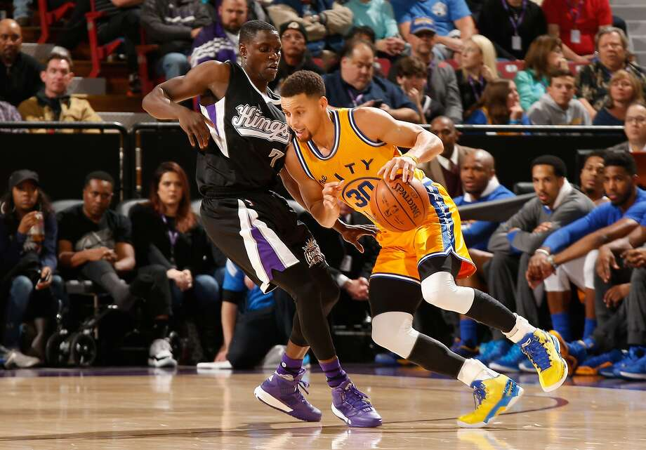 SACRAMENTO, CA - JANUARY 09:  Stephen Curry #30 of the Golden State Warriors is guarded by Darren Collison #7 of the Sacramento Kings at Sleep Train Arena on January 9, 2016 in Sacramento, California.  NOTE TO USER: User expressly acknowledges and agrees that, by downloading and or using this photograph, User is consenting to the terms and conditions of the Getty Images License Agreement.  (Photo by Ezra Shaw/Getty Images) Photo: Ezra Shaw, Getty Images
