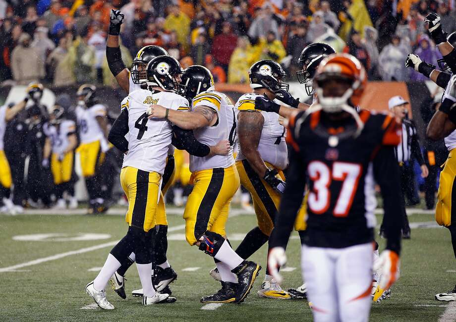 CINCINNATI, OH - JANUARY 09:  Jordan Berry #4 of the Pittsburgh Steelers celebrates with teammates after Chris Boswell #9 made a 35-yard field goal to give the Pittsburgh Steelers a 2-point lead in the fourth quarter against the Cincinnati Bengals during the AFC Wild Card Playoff game at Paul Brown Stadium on January 9, 2016 in Cincinnati, Ohio.  (Photo by Joe Robbins/Getty Images) Photo: Joe Robbins, Getty Images