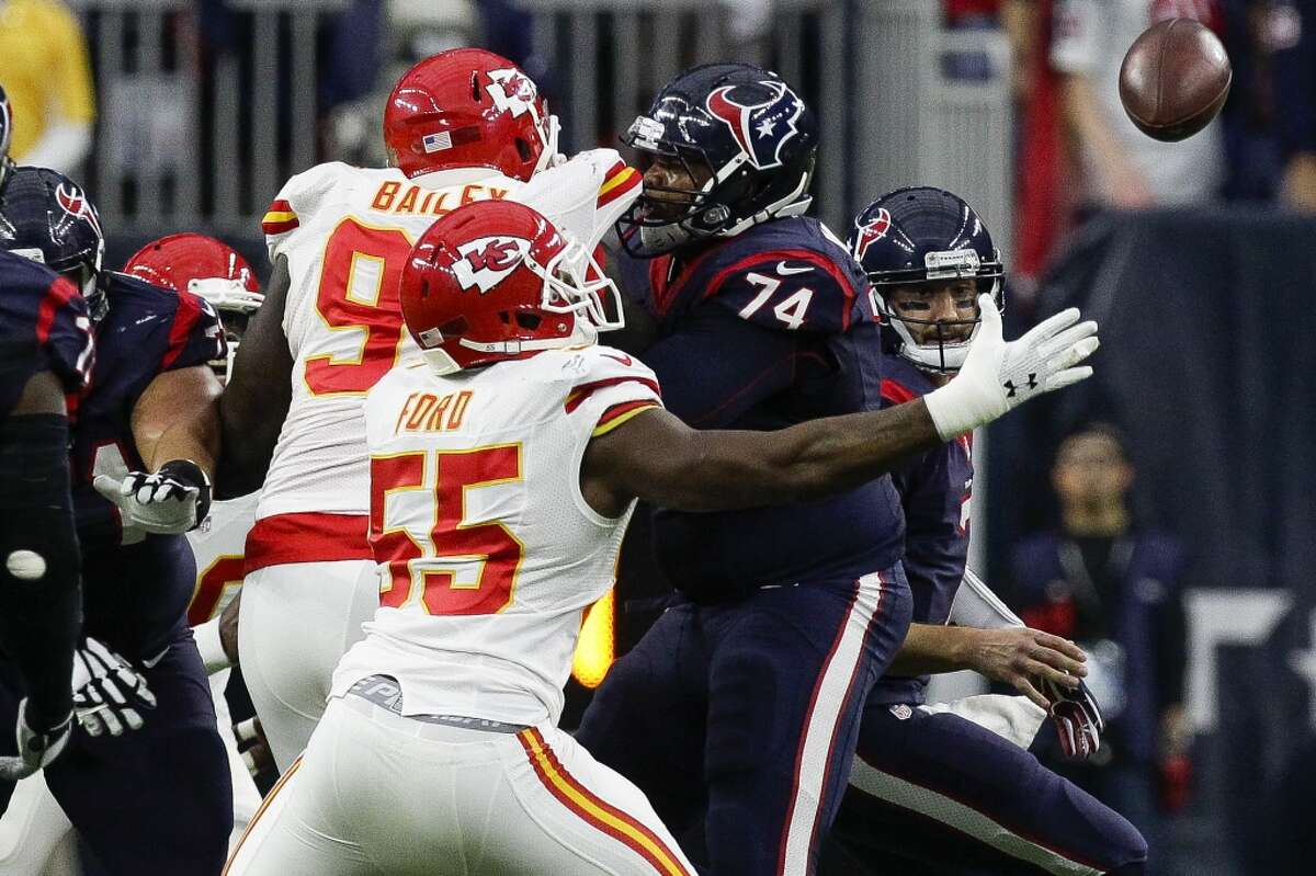 Kansas City Chiefs linebacker Dee Ford (55) reaches out for a ball fumbled by Houston Texans quarterback Brian Hoyer (7) during the first quarter of the AFC Wildcard playoff game at NRG Stadium Saturday, Jan. 9, 2016, in Houston. ( Michael Ciaglo / Houston Chronicle )
