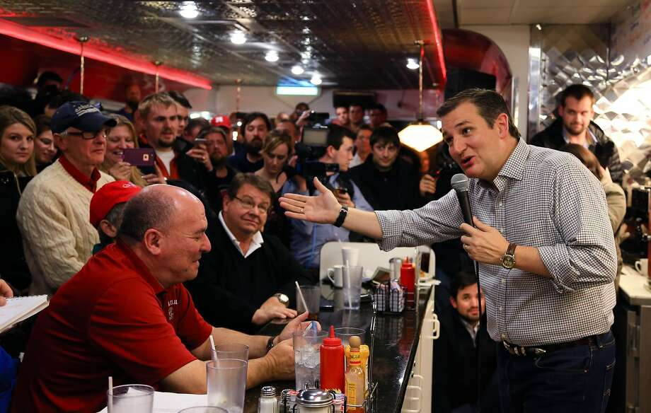 Republican presidential candidate Sen. Ted Cruz, R-Texas, woos voters at Penny's Diner in Missouri Valley, Iowa. Photo: Nati Harnik, Associated Press
