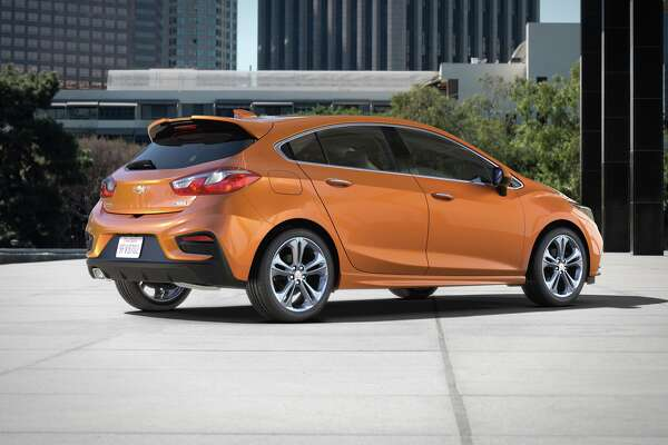 The 2017 Cruze Hatch offers the design, engineering and technological advancements of the 2016 Cruze sedan in a functional, sporty package with added cargo space.