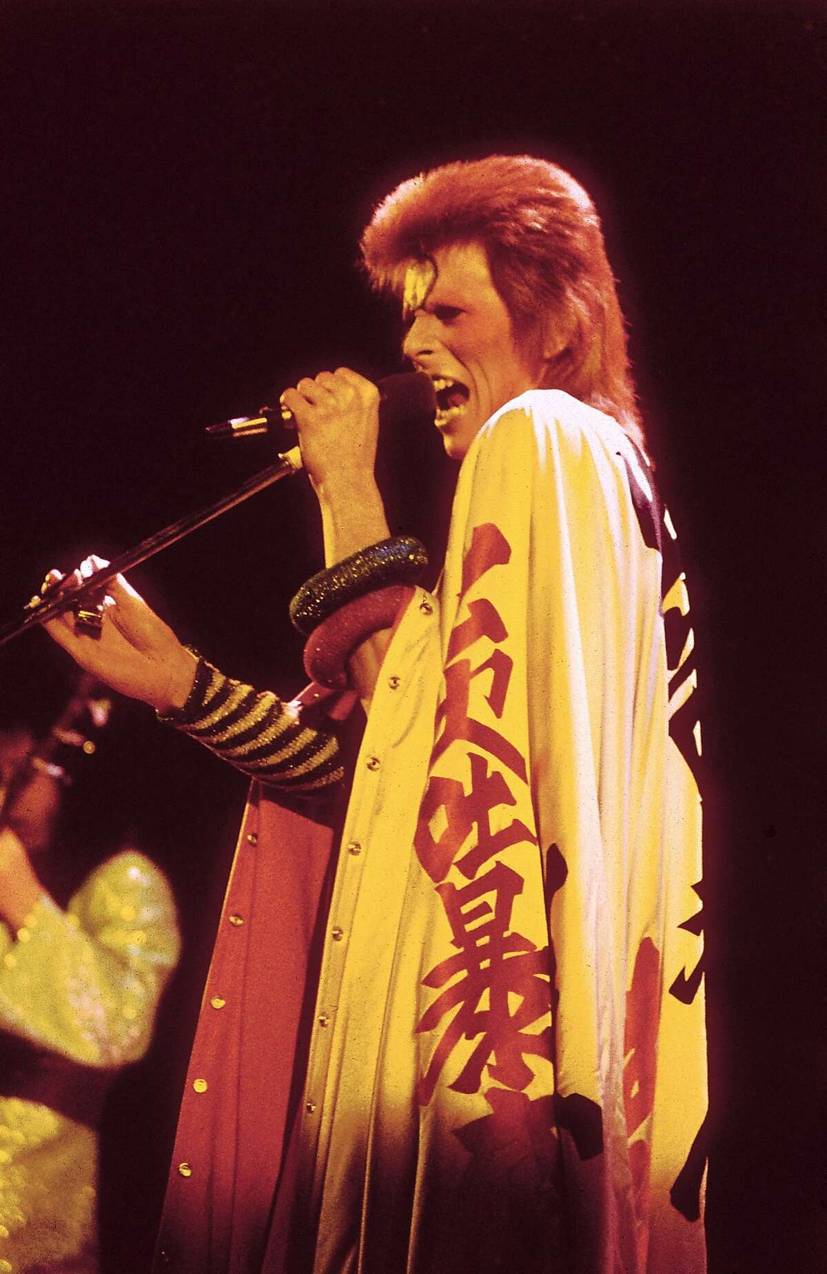 UNITED KINGDOM - JULY 03: HAMMERSMITH ODEON Photo of David BOWIE, performing live onstage at final Ziggy Stardust concert (Photo by Debi Doss/Redferns)