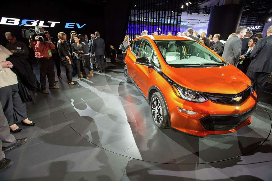 NAIAS 2016 auto and Truck of the Year named; Chrysler Pacifica unveiled