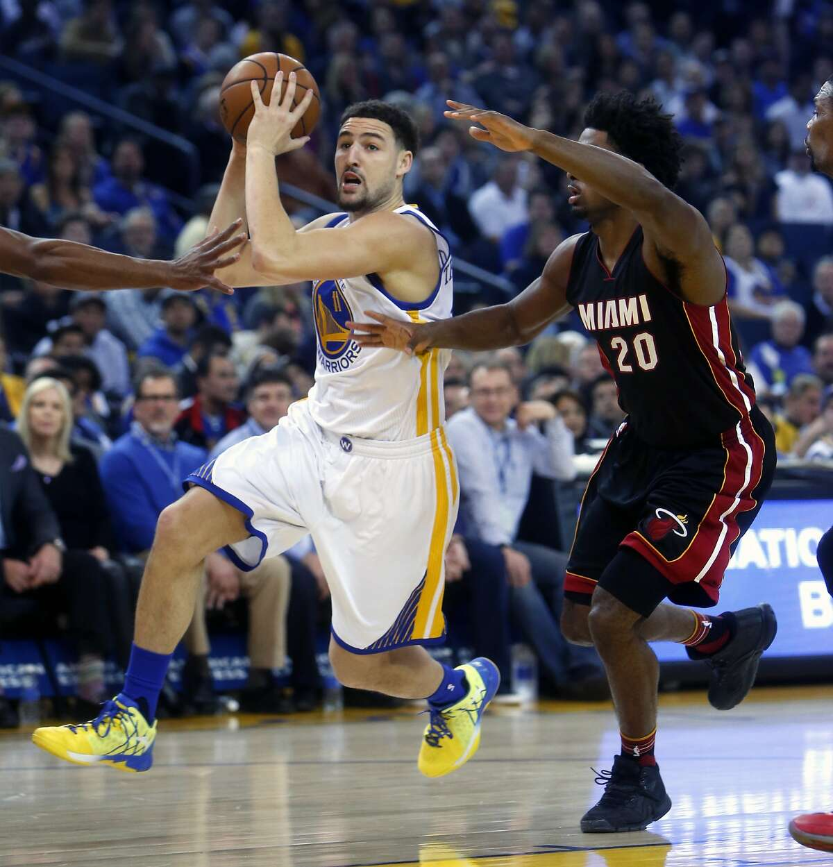 Golden State Warriors' Klay Thompson drives past Miami Heat's Justise Winslow in 1st quarter during NBA game at Oracle Arena in Oakland, Calif., on Monday, January 11, 2016.